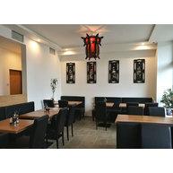 židle Ivonne v restauraci Hui Feng