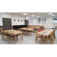 židle LOF v moderní jídelně v nemocnici Benešov