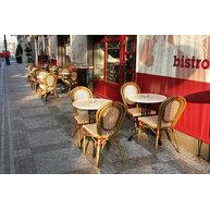židle Lucca v kavárně