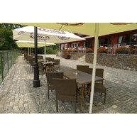 židle Mezza A Castana v restauraci Jureček