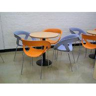 židle Moema se stoly s podnoží Club 012/400 a MDF deskou