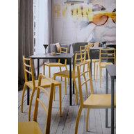 židle Prisma v moderním interiéru