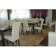 židle Rudi v restauraci