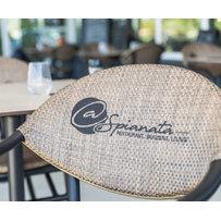 Ratanový nábytek - logo na opěradle