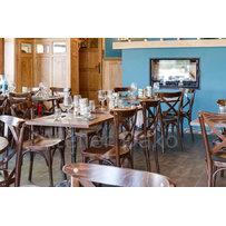 Nábytek do restaurace - židle Sofia a stoly Bistro