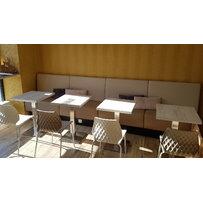 Nábytek do kavárny - židle UNI a stoly Boxy 001 INOX