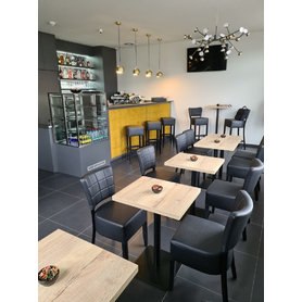 Nábytek do kavárny - židle Violeta a stoly Flat 13 v kavárně Kristy